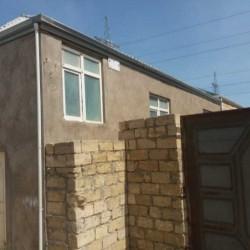 Qobu qəsəbəsində 3 otaqlı orta təmirli həyət evi satılır