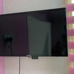 Samsung 82 diaqnal smart tv işləkdir. Qiymət 250 azn. Ünvan