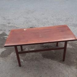 Jurnalni masa satilir İşlənmis Jurnalni stol.Yeri tez
