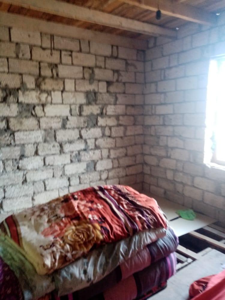 Sabuncu rayonu. Lehis baqlari 4 sotda heyet evi satilir..Ev