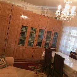 Şəki şəhərinin mərkəzində 3 sotun içində 3 otaqli həyət evi