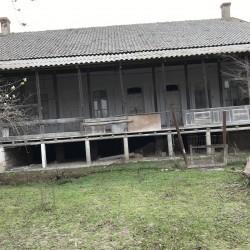 Salyan rayonunda 20sot torpağı olan 250kv m 5otaqlı ev
