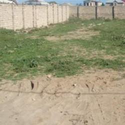 Yeni Balaxanıda altı sot boş torpaq dörd tərəfdən hasarlı