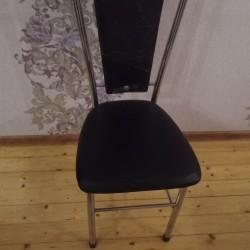 oturacaq satilir oturacaq stollar 4 ədəddir. Birinin