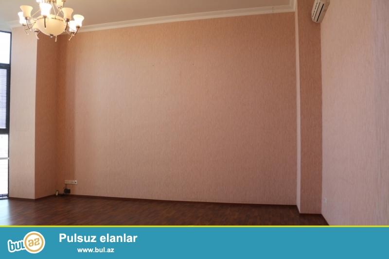 Səbail Rayonu Üzeyir Hacıbəyəv küçəsi,Metro Sahilin yani,Yeni tikili binada 14/8 ümumi Sahəsi 160 Kv...
