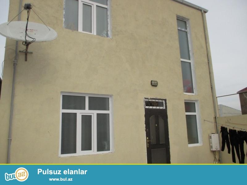 Abseron rayonu Masazir qesebesi H.Eliyev parkinin yaninda  1,7 sotun icinde 2 mertebeli ela temirli 4 otaqli yasayisi olan kupcali ev satilir.
