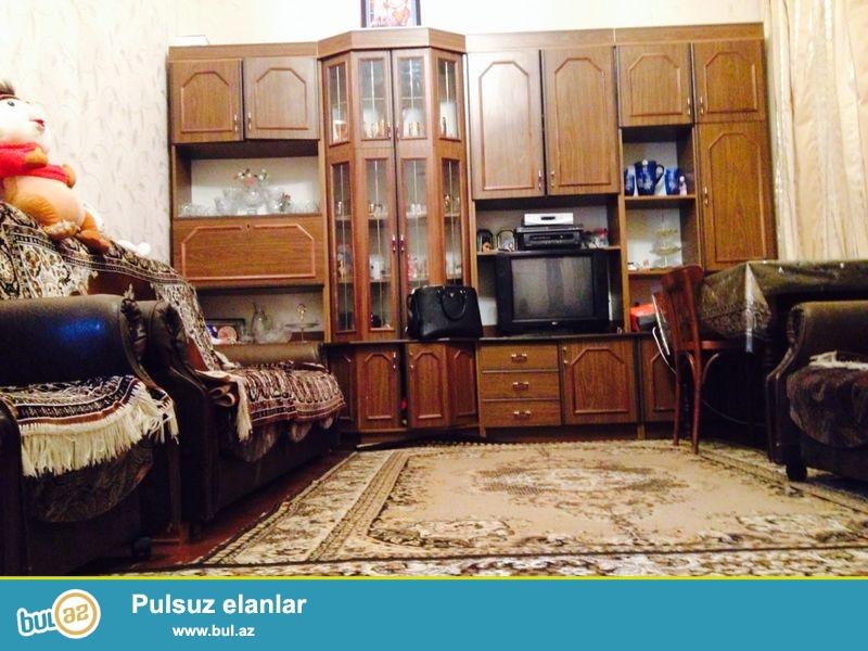 Sebail rayonu Icheri sheher 2 mertebeli 4 otaq sahesi 100 kv/metr orta temirli heyet evi Eshyalarla birge satilir...