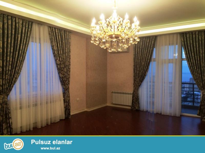 """Продается :    *3222*4-ех комнатная квартира, 18/17<br /> Расположение:   Баку, пр-т Азадлыг, не далеко от К/Т  """"Дружба"""" <br /> Площадь: 195 м2 ..."""