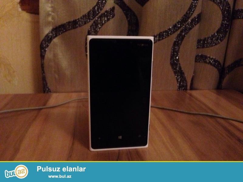 telefon cox teze qalib ekran da qoruycu var ciziq yoxdur rengi ag dir maraqlanan whatsapp da yaza biler burdaki oz sekilleridir<br /> Corning Gorilla Glass 2<br />  - PureMotion HD+ ClearBlack display<br /> PLATFORMOSMicrosoft Windows Phone 8, upgradeable to v8...