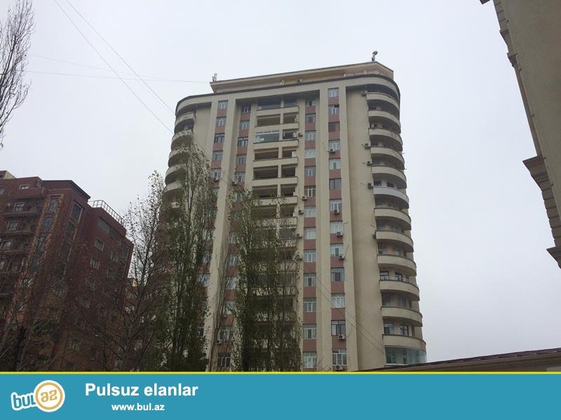 <br /> Gənclikdə Abu Arenanın yanında yeni tikili binada mənzil satılır...