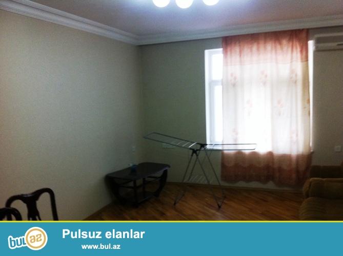 Cдается 2-х комнатная квартира в центре города, по улице Хагани, рядом с бульваром...
