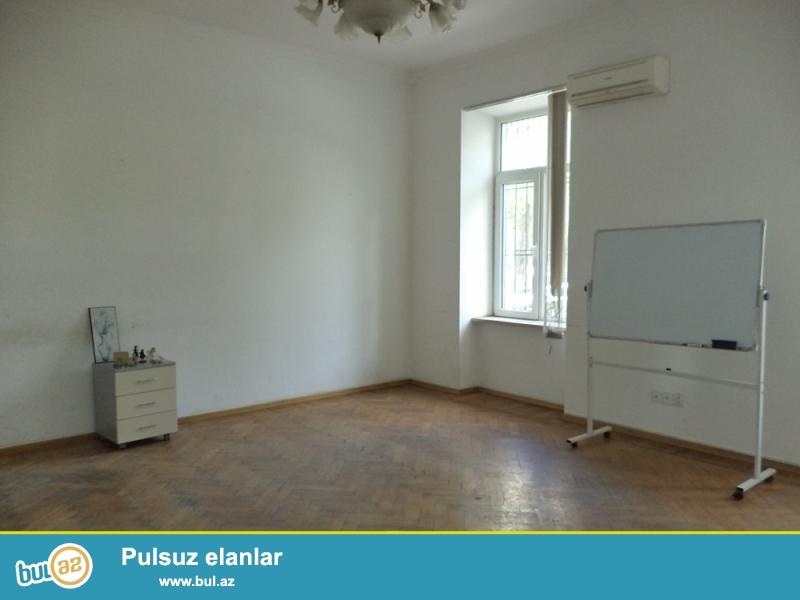 Səbail rayonu, Səyid Rustəmov Küçəsi Axundov baği yaxinliğinda 4/1 ümumi sahəsi 100 kv...