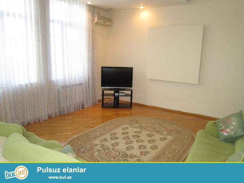 По улице Р.Бейбутова, над «Атра Банком» сдается 3-х комнатная квартира с общей площадью 140 кв...