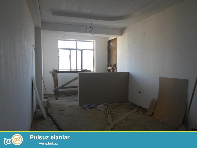 DƏYƏRİNDƏN AŞAĞI!!!  Yasamal rayonu, E.Akademiyası metrosu yanında 10/16 ümumi sahəsi 76 kv...