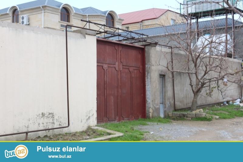 Səbail rayonu, Badamdar qəsəbəsi, I massiv, Amerika Səfirliyinən 300m Arali Siti marketin arxasinda ümumi sahəsi 4 sot (Uzunlugu 45metr) (Eninə 9metr) olan torpaq sahəsi satılır...
