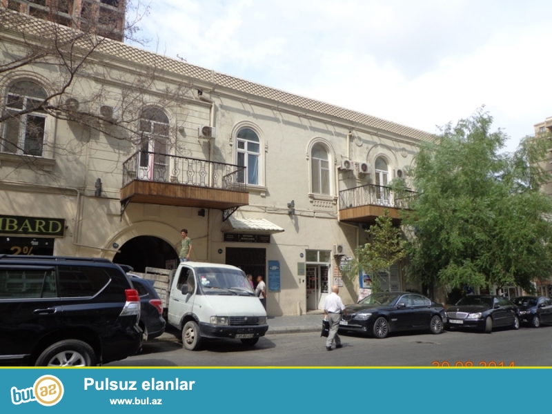 Сдаётся 3-х комнатная квартира по проспекту Азербайджан около ЦУМ...