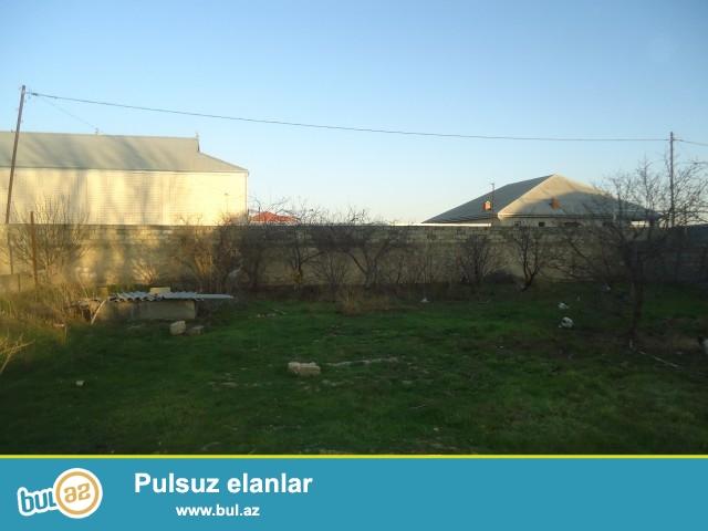 Zabrat 1 qəsəbəsi 198 nömrəli marşuruta 200 metr məsafədə 14 sot torpağ sahəsində 1 otağlı ev təcili olaraq satılır...