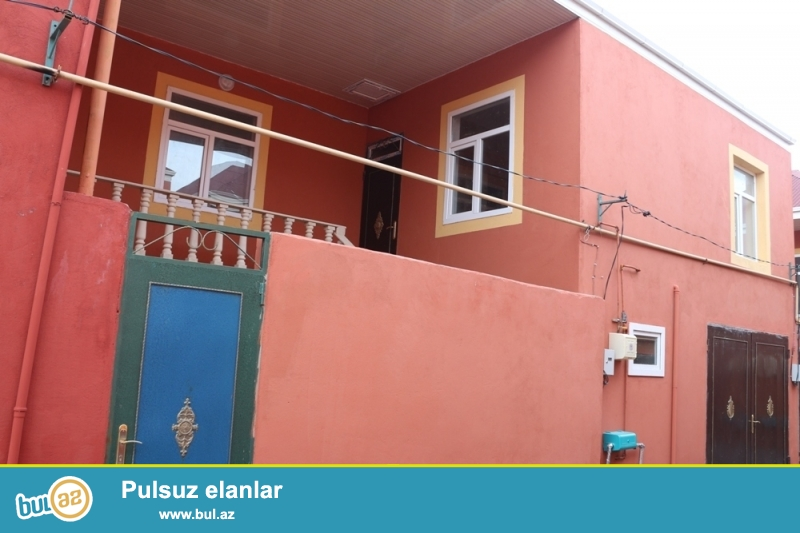 DƏYƏRİNDƏN AŞAĞI!!!  Xırdalan şəhəri, Sultan şadlıq sarayı və Jek (MKİS), İcra hakimiyyətindən 1,5 km məsafədə ümumi sahəsi 1,5 sot, yaşayış sahəsi isə 85 kv...