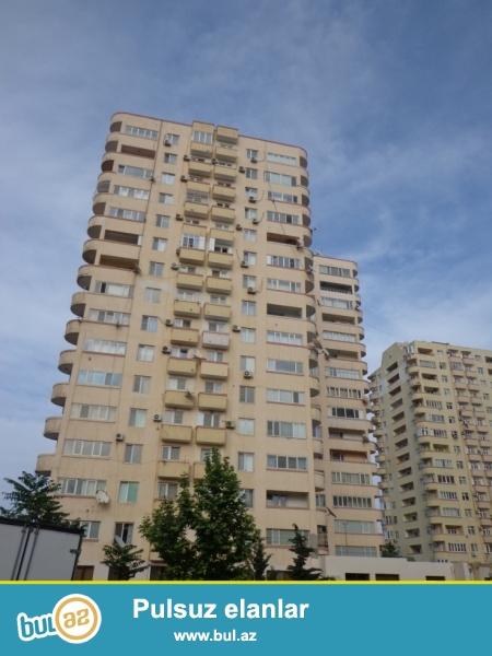 По проспекту Нариманова сдаётся 3-х комн. квартира...