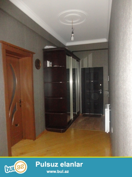 В элитном жилом комплексе 3-й этаж не далеко от метро нефтчиляр от надежного застройщика Пронто(Азинко)ММС 2-x квартира с отличной планировкой комнат переделана на двух комнатную с отличным ремонтом...