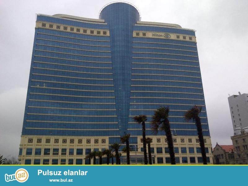 """В первые!!!  В самом центре города Баку напротив Бульвара в престижном здании """"HILTON"""" сдаётся  4-х  комнатная квартира..."""