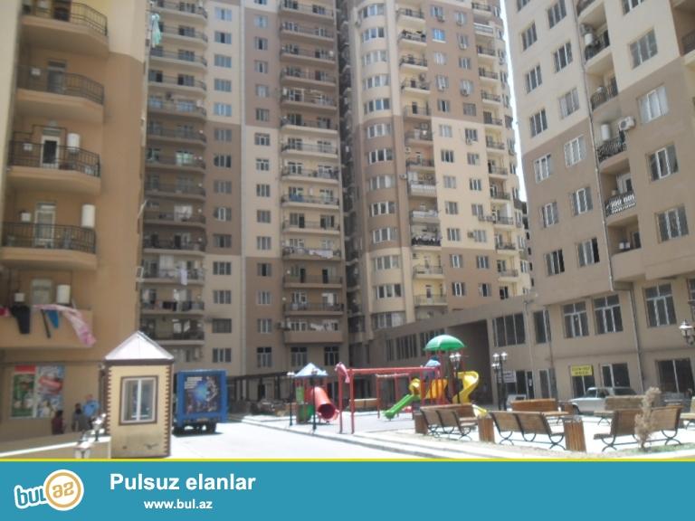 Yeni Yasamal etalonun binasi 3otaqli 103kv qazli binadir,  temirsiz menzil  bezi isler gorulub.