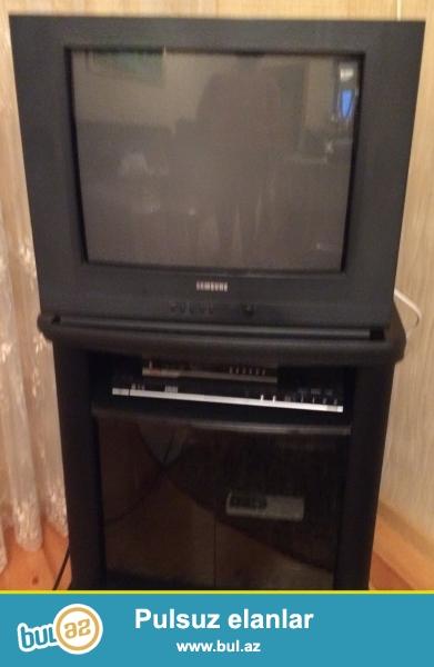 Samsung televizoru satıram altlığı ilə birlikdə...