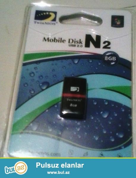 8 GB - Micro Disk Firmasının Flaş Kartı.<br /> 12 Azn-a satılır...