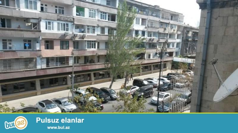 В центре города! На улице Низами сдаётся 3-х комнатная квартира...