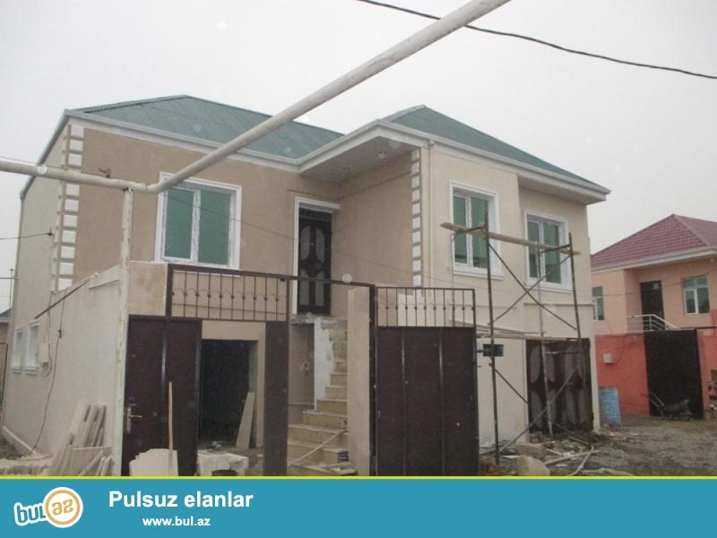 Abseron,rayonu Masazir qesebesinde merkezi yolun 170m aralida alti qarajli 3 otaqli ela temirli,kupcali heyet evi satilir.