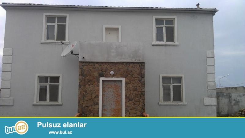 Срочно! В посёлке Новханы, возле трассы, 60 метр от моря продается два дома в одном дворе расположенная на 9 сотках земли, 1-й дом 2-х этажный, 6 комнатный, 2-й дом недостроенный...