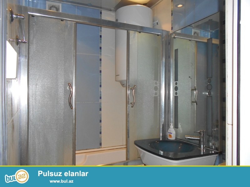 <br /> Azadlıq pr.-də 2 otaqlı mənzil satılır.55 kv.m.təmirli,hamamında duş kabina,geniş mətbəxi...