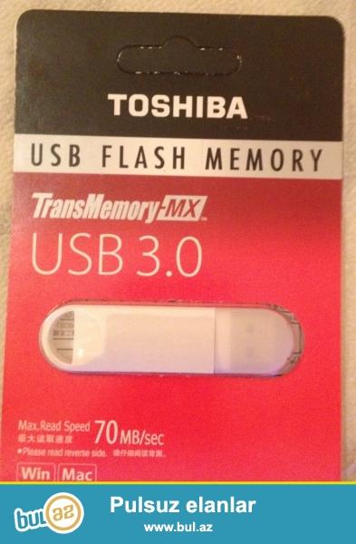 Orjinal qutusunda Toshiba 3.0 Flaş Kart. Ağ rengdedir...