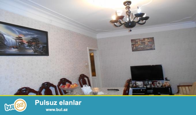 9cu mkr Leyla sadliq evinin yaninda kiyev proyektli 9mertebeli binanin 4cu mertebesinde 3otaqli menzil satilir...