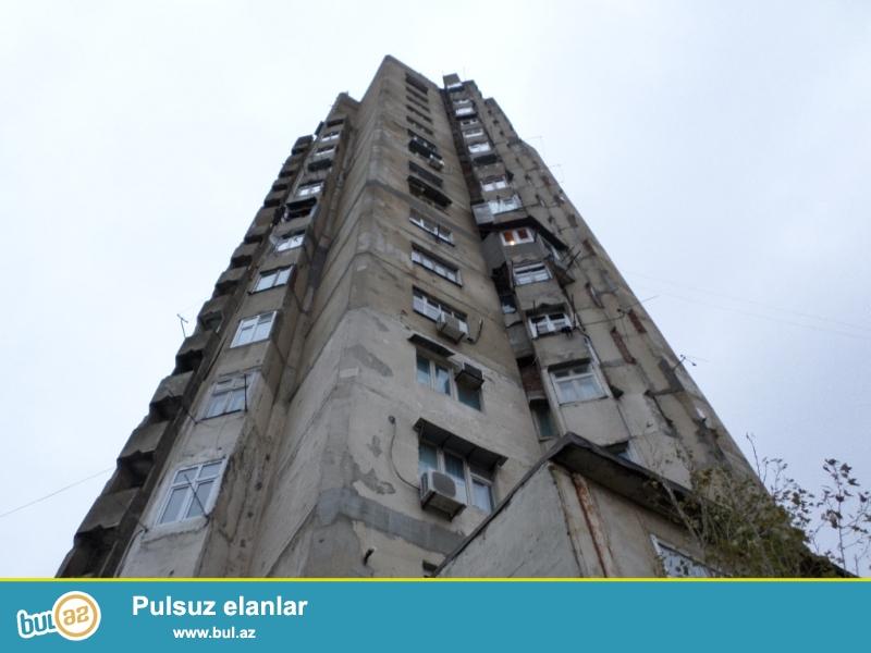9-cu mkr-nın yuxarısında 1 bloklu 18 mərtəbəli ekspermental binanın 14-cü mərtəbəsində orta təmirli orta şəraiti olan 2 otaqdan 3 otağa düzəlmiş ev kirayə verilir...