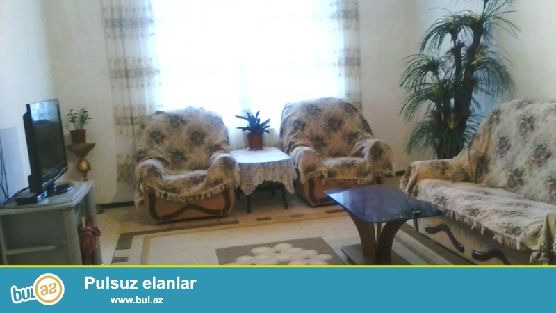 Zabrat qəsəbəsi təcili 5 sotda 120 kv sahəsi olan 3 otaqlı 2qat daşdan  ev satılır...
