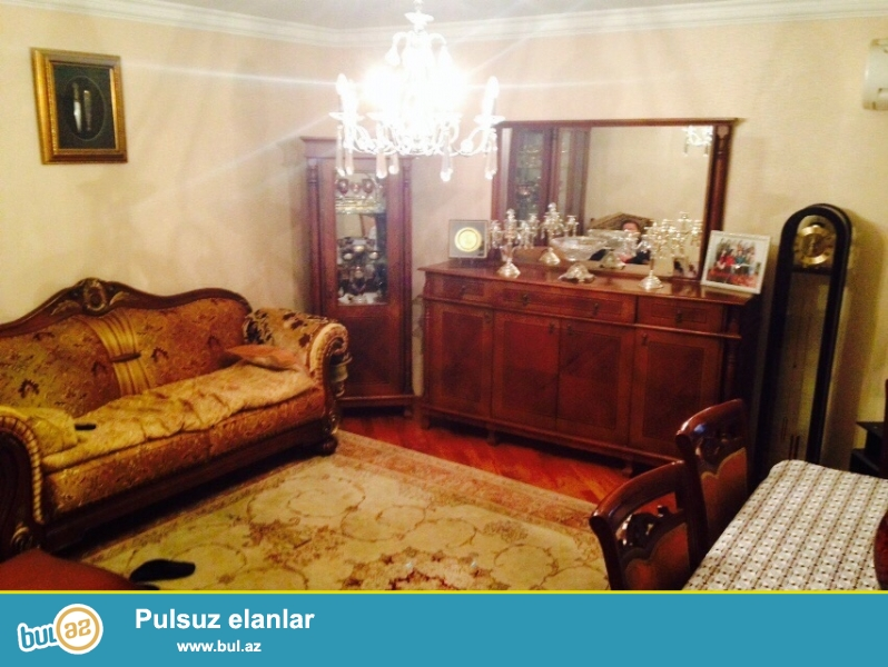 inqlab ve papaninin kesiwmesinde 4 otaqli heyet evi satilir...