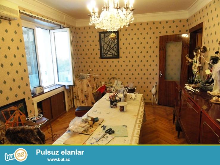 По улице Шамиль Азизбеков, продается 2-х комнатная квартира...