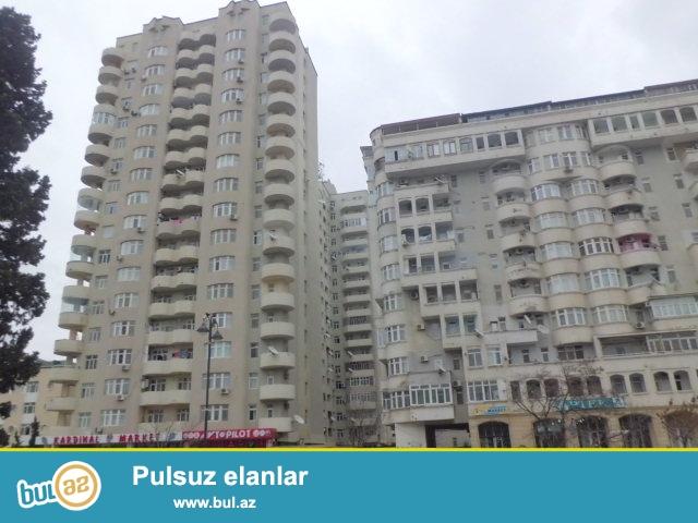 H.b.Zərdabi pr-də ümumi sahəsi 156kv.m olan 4 otaqlı tam təmirli mənzil satılır...