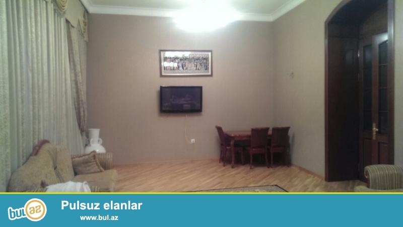 Cдается 4-х комнатная квартира в центре города,около метро Ичеришехер...