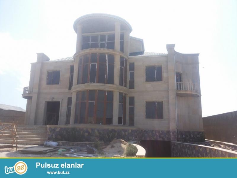 Очень срочно. В посёлке Шаган, продаётся 2-х этажный, 6-и комнатный  особняк, площадью 250 квадрат, расположенный на 12-и сотки приватизированном земли...