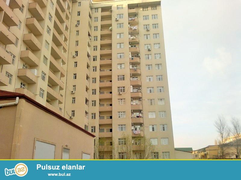 Əhmədlidə Ukraina dairesi yaxınlığında qazlı,kupçalı yeni tikili binada 2 otaqlı yeni  superavrotəmirli mənzil satılır...