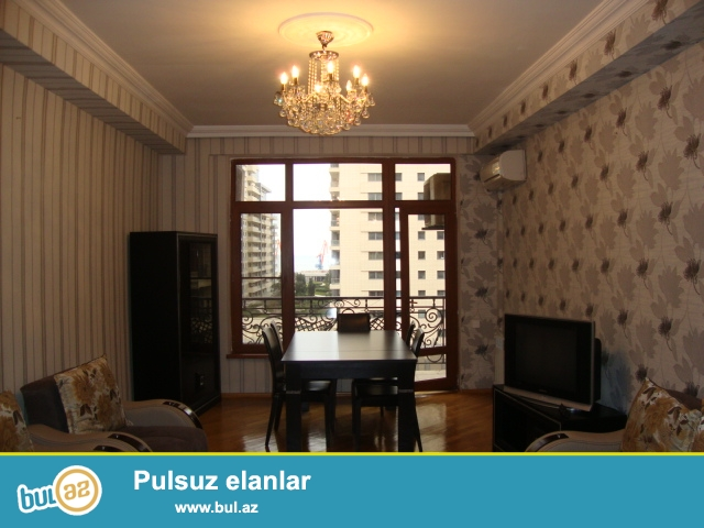 Сдается квартира в одной из самых престижных новостроек города, по улице Узеир Каджыбеков , рядом  авто салон ФЕРРАРИ...