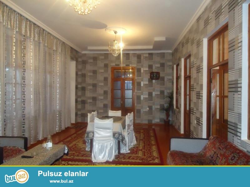 Aslan Maştağa Nardaran massivində ümumi sahəsi 5.5 sot torpağ sahəsində,5 daş kürsüdə 1 zal  3 otağ olan ev təcili olaraq satılır...