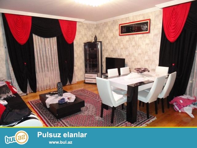 По улице Микаил Мушфиг, около МЧС , около памятника Азизбекова, продается 3-х комнатная квартира...