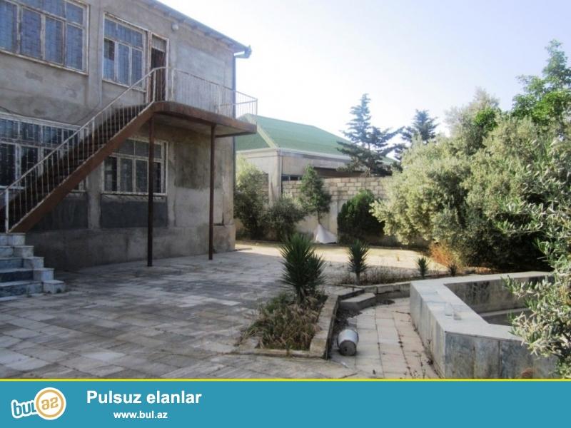 Очень срочно! Продается  в поселке Бильгя не далеко от моря   в  12- ом  переулке 6-и комнатный дом  старого  строения  расположенный на 25-и сотках, общей  площадью 275 квадрат...