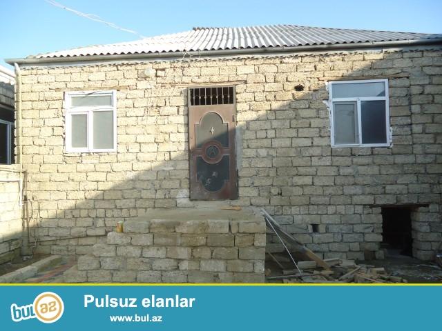 MİRCƏLİL Sabunçu Rayonu  Zabrat Maştağa yolunun 100 mtliyində 2 sot torpaq sahəsində 7 daş kürsüdə 3 otaqlı kuxna,hamam,tualeti olan ev təcili satılır...