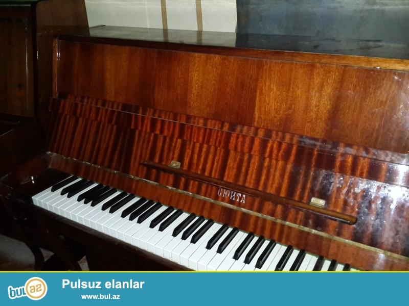 2 pedalli qehveyi rengli yunost pianinosu ela veziyetdedir