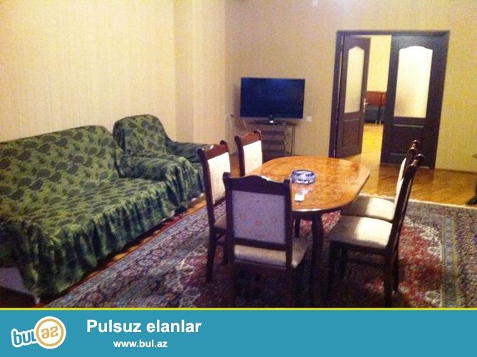 """Cдается 3-х комнатная квартира в центре города,около метро Низами, рядом с магазином """"Тадж""""..."""