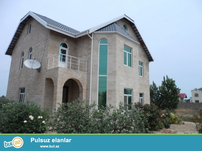 Срочно! В поселке Бильгя, прямо при въезде с Маштага, продается 3-х этажная, расположенная на 22 сотки приватизированном земли дача...